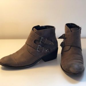 Aersoles Urban Myth Ankle Boots